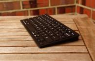"""Das Anker Ultra Slim Bluetooth Wireless Keyboard ist günstig – doch funktioniert die """"Schreiberei"""" auf dem LG Nexus 5 ohne Probleme? Anker Bluetooth Tastatur im Test."""