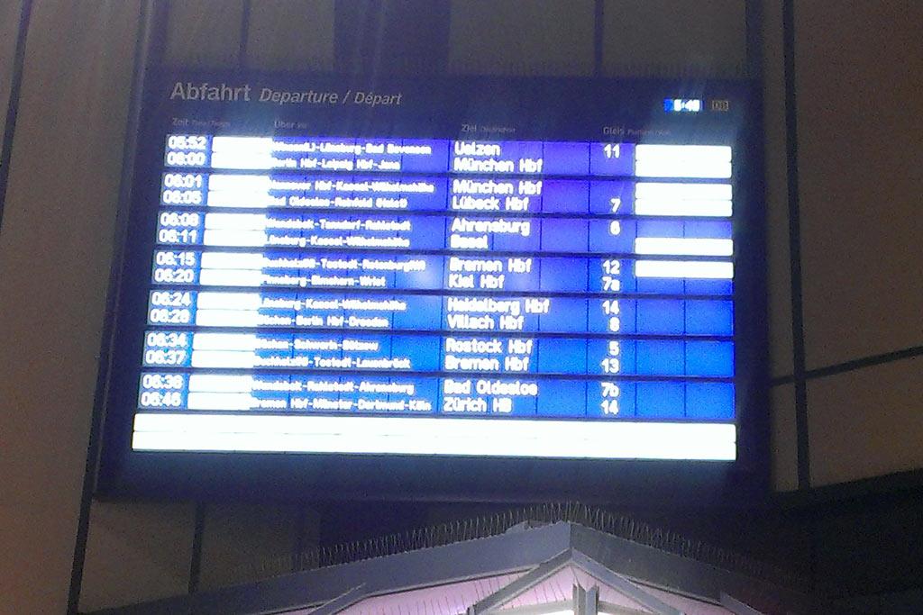 anzeigentafel-hamburg-hauptbahnhof-streik-gdl-deutsche-bahn-2014-katharina-kubica