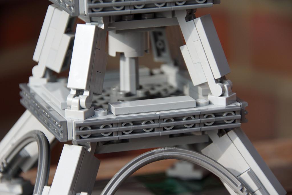 panorama-lego-architecture-der-eiffelturm-plattform-zusammengebaut-2014-andres-lehmann