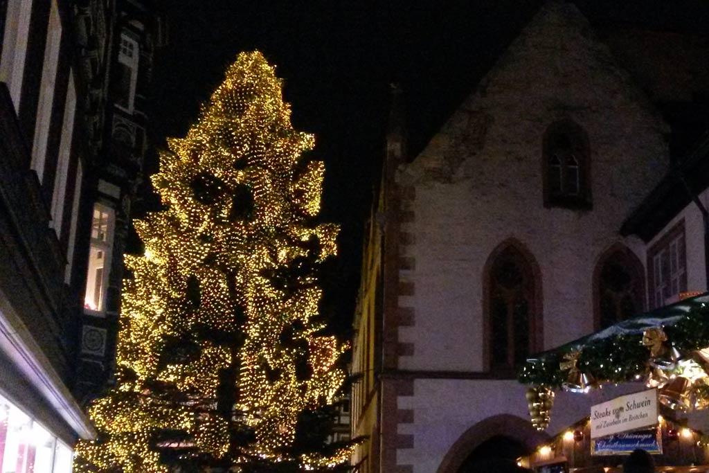goslar-weihnachtsmarkt-weihnachtsbaum-harz-weihnachten-2014-maria-kubica