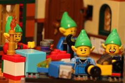 klein-lego-creator-weihnachtliche-werkstatt-elfen-10245-2014-andres-lehmann