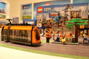 lego-new-sets-spielwarenmesse-city-strassenbahn-toy-fair-2015-andres-lehmann