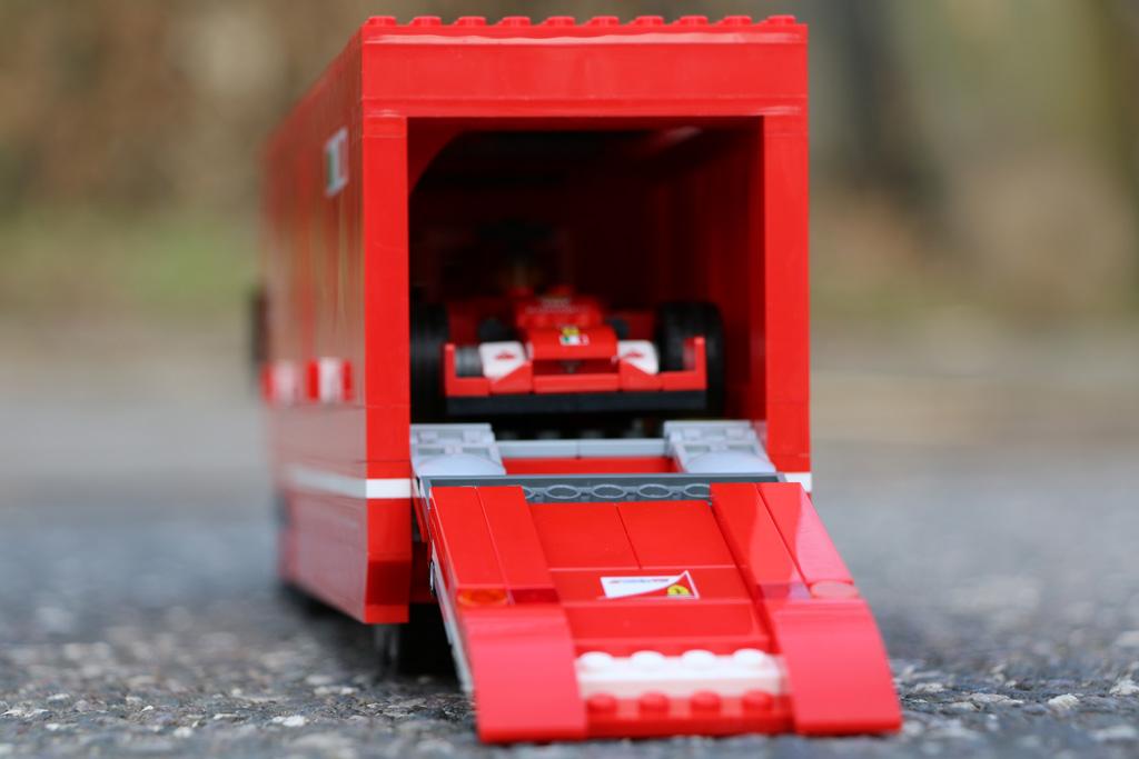 lego-speed-champions-scuderia-ferrari-truck-startklar-set-75913-2015-andres-lehmann