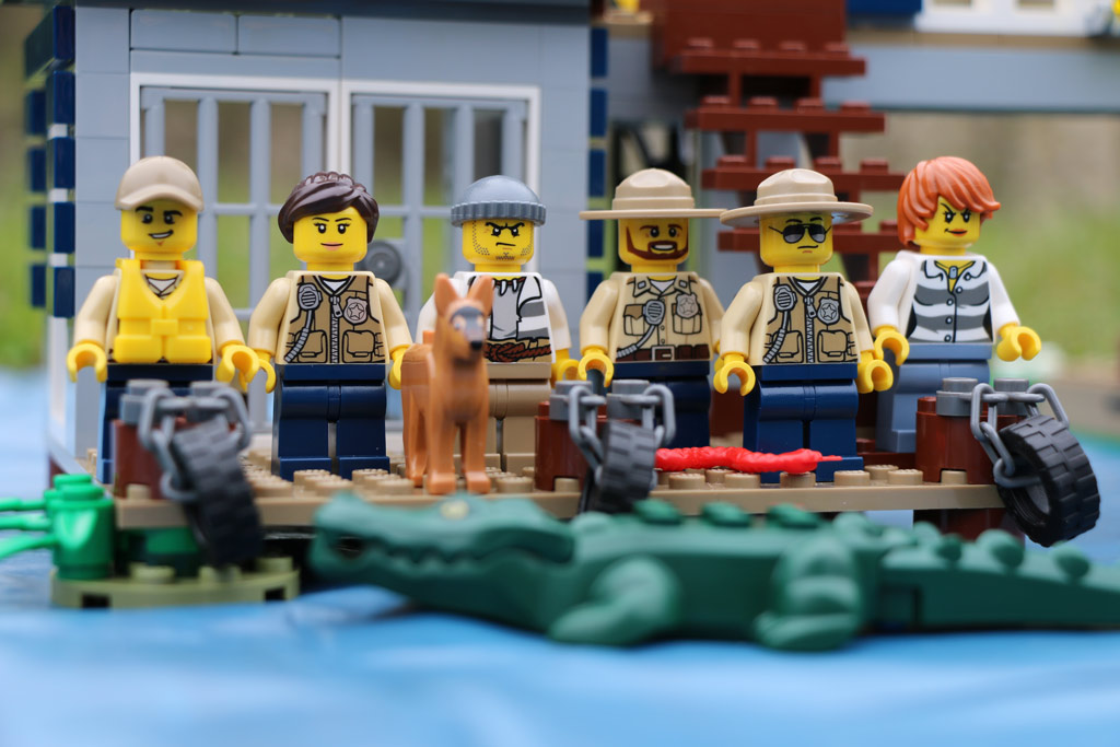 lego-city-polizeiwache-im-sumpf-minifiguren-set-60069-2015-andres-lehmann