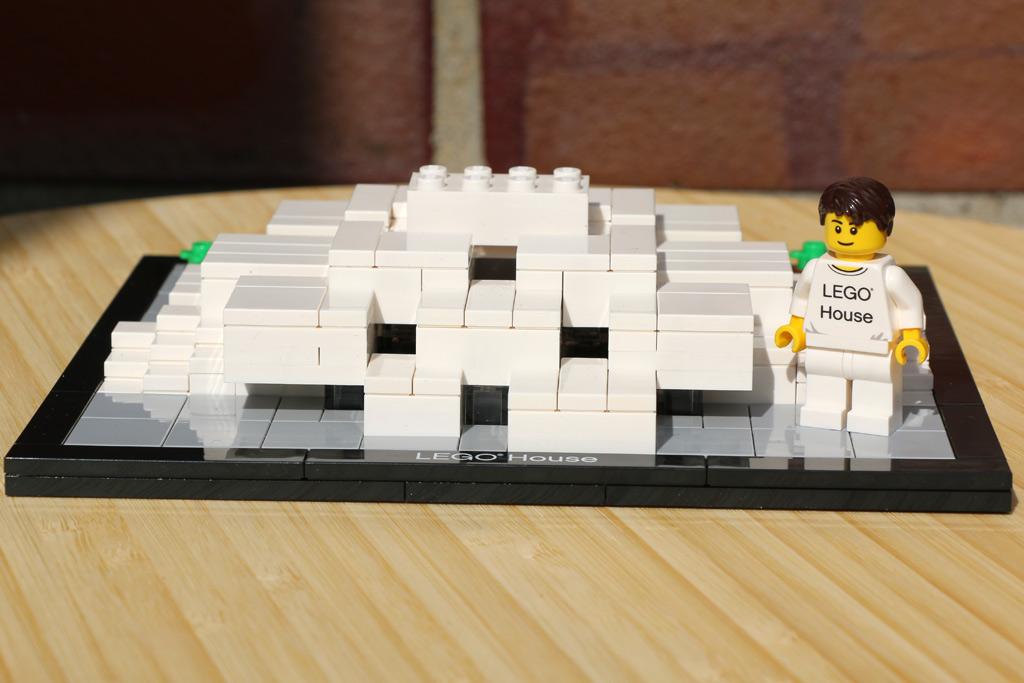 lego-house-billund-denmark-minifigur-set-4000010-2015-andres-lehmann
