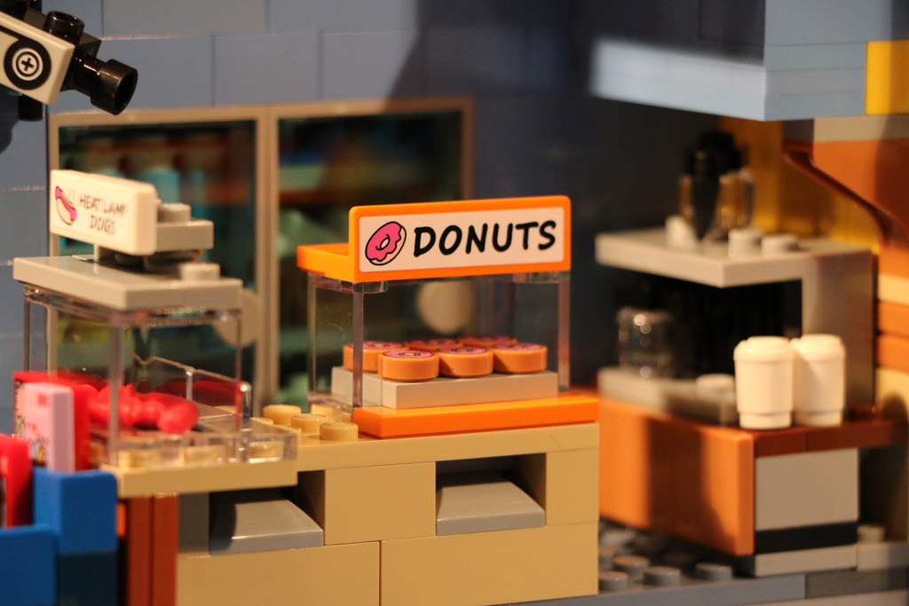 lego-the-simpsons-kwik-e-markt-donuts-2015-andres-lehmann