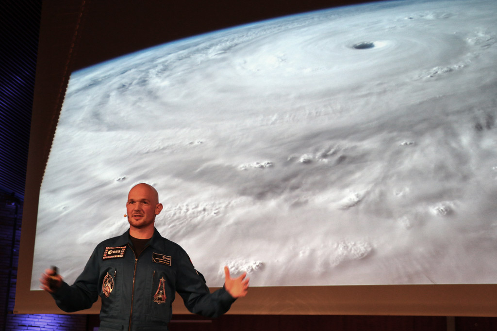 esa-astronaut-alexander-gerst-sturm-universitaet-hamburg-2015-andres-lehmann