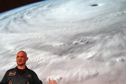 klein-esa-astronaut-alexander-gerst-universitaet-hamburg-2015-andres-lehmann