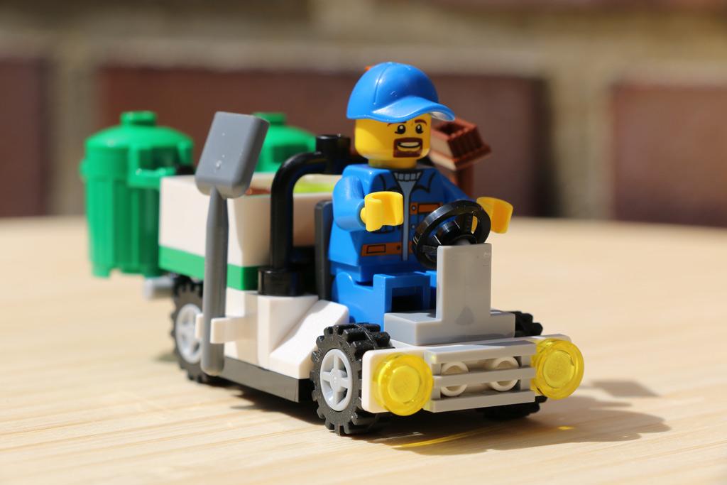 lego-city-polybag-kehrwagen-set-30313-2015-andres-lehmann