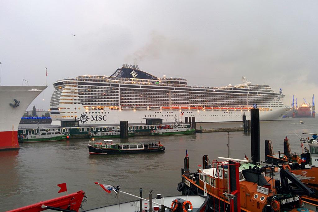 hamburg-cruise-days-msc-splendida-ausfahrt-2015-andres-lehmann