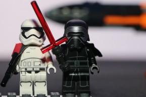 lego-star-wars-kylo-rens-command-shuttle-laserschwert-2015-andres-lehmann
