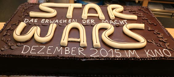 panorama-kuchen-lego-star-wars-force-friday-frankfurt-the-force-awakens-2015-andres-lehmann