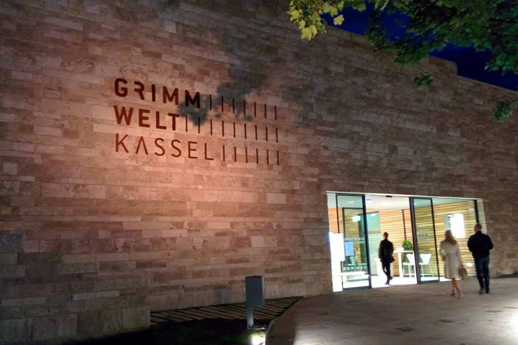 grimmwelt-kassel-eingang-2015-ukonio-andres-lehmann