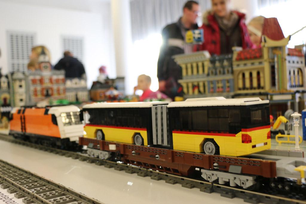 bus-zusammengebaut-2015-lego-ausstellung-borken-hessen-andres-lehmann