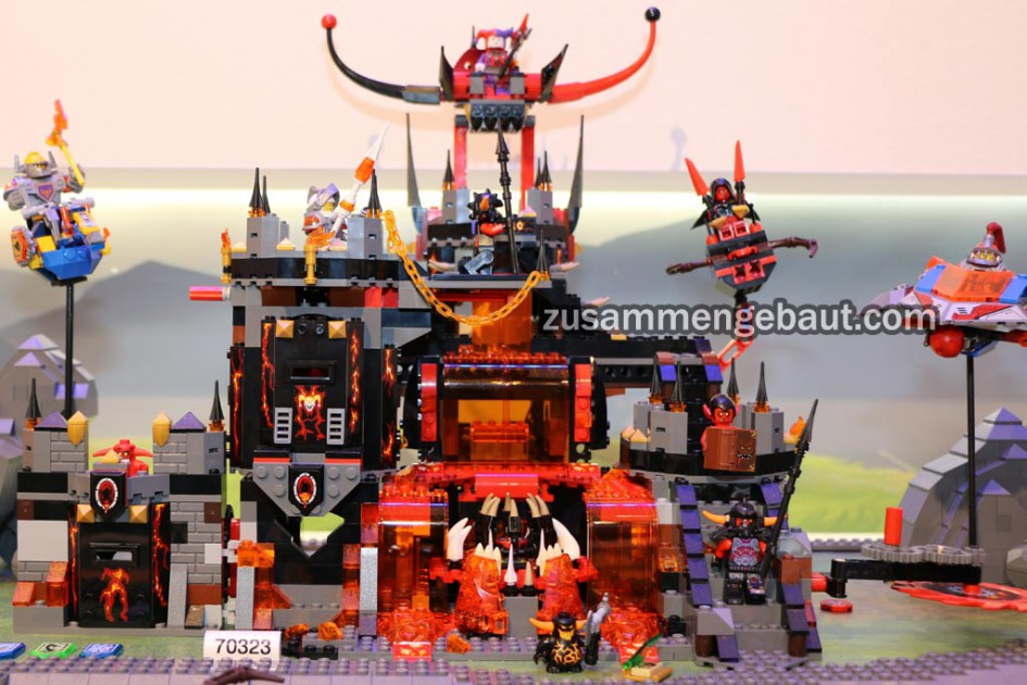 lego-nexo-nights-jestros-volcano-lair-presentation-set-70323-international-toy-fair-2016-zusammengebaut-andres-lehmann-945x630