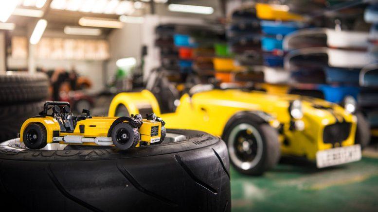 Wer sieht den Caterham Seven hier zwei Mal? | © LEGO Group
