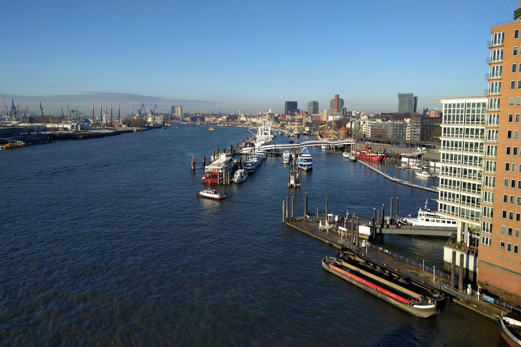 Ausblick auf den Hamburger Hafen | © Andres Lehmann / ukonio.de
