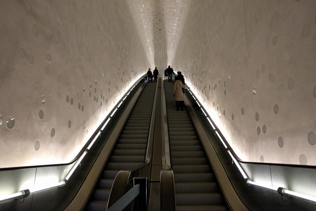 Mit der Rolltreppe geht es nach oben. Und: Nach unten. | © Andres Lehmann / ukonio.de